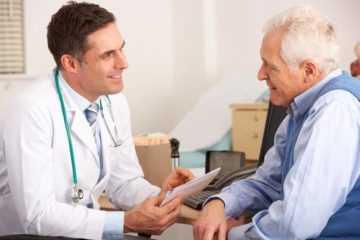 К каким врачам обращатся пожилым