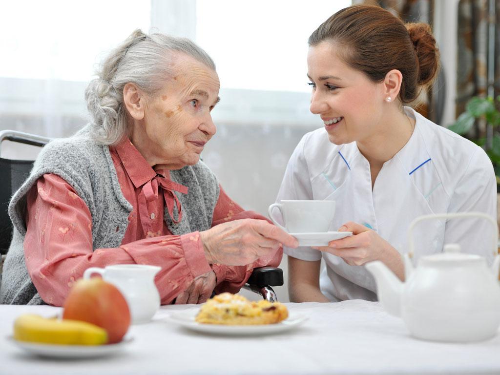 Как кормят в доме престарелых