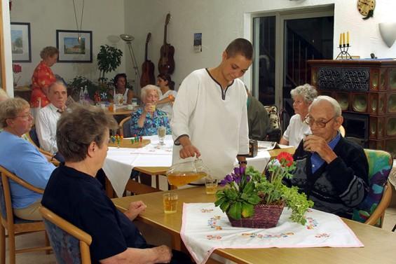 Сеть пансионатов для пожилых людей Времена года
