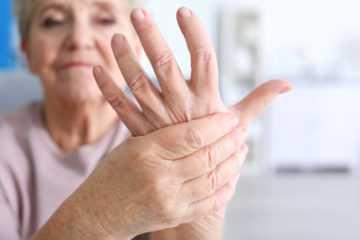 Отчего дрожат руки – причины тремора у молодых и пожилых людей